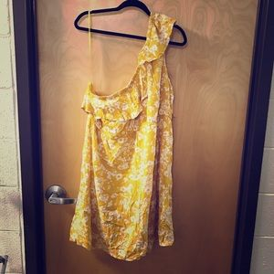 NWT One-shouldered Yellow/White Floral Dress